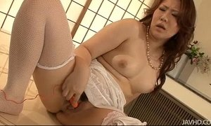 Gorgeous Ai Yuumi stuffed with fingers until she cums xVideos
