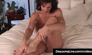 Mature Milf Deauxma Shows Off Toes Feet & Soles In Bed Nude! xVideos