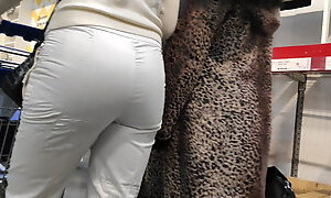 Juicy ass girls in tight white pants