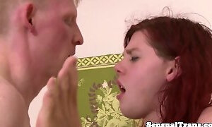 Ginger tranny cums in threesome during facesitting