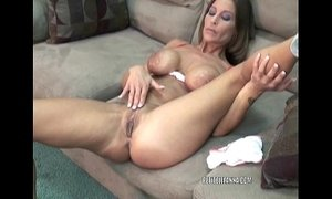 Mature hottie Leeanna Heart is fucking her toy xVideos