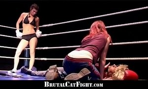 Cat fight and hard blowjob in the boxing ring xVideos