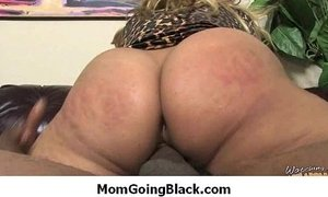 Amateur milf having interracial sex at home 7 xVideos