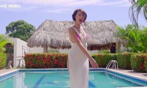 Beautiful babe Natali Leon is posing by the poolside AnySex