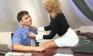 Blonde mature distracts a busy lad with her used holes AnalDin