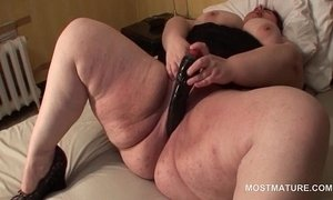 Aroused busty mature slut dildo fucking her large cunt xVideos