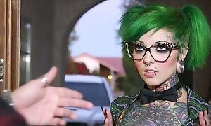 Extraordinary whore with green hair Sydnee Vicious gives her head and gets her twat rammed