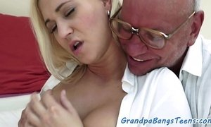 Amazing young babe screwed xVideos