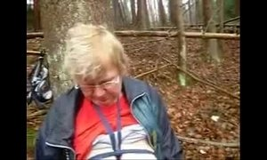 Mature with huge boobs fingering in wood xVideos