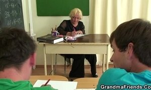 Old teacher sucks and rides at same time xVideos