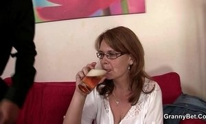 Drunken mommy gets her cunt drilled xVideos