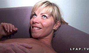 Maman francaise grave sodomisee et couverte de sperme pour son casting amateur xVideos