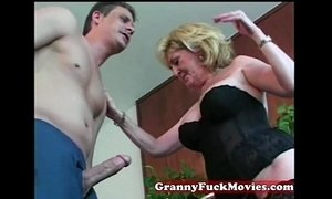 Granny whore loves them young xVideos